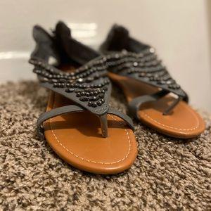 grey sandals 👡